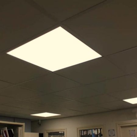 Instalación de luminarias en LEDS